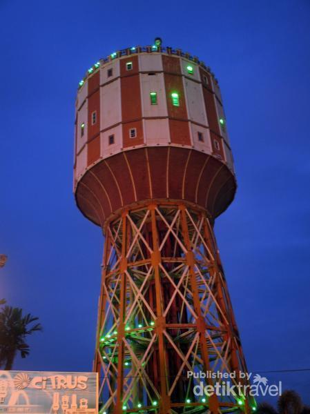 Menara Air Tirtanadi Jadi Ikon Kota Medan Malam Terlihat Lebih