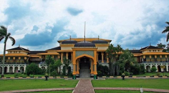 Ayo Medan Wisata Sejarah Istana Maimun Kesultanan Deli Meriam Puntung