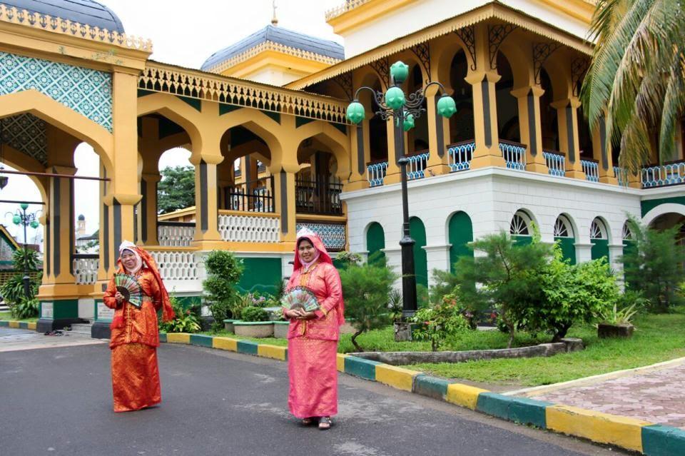 Meciko66 April 2015 Berada Tengah Kota Medan Samping Mesjid Raya