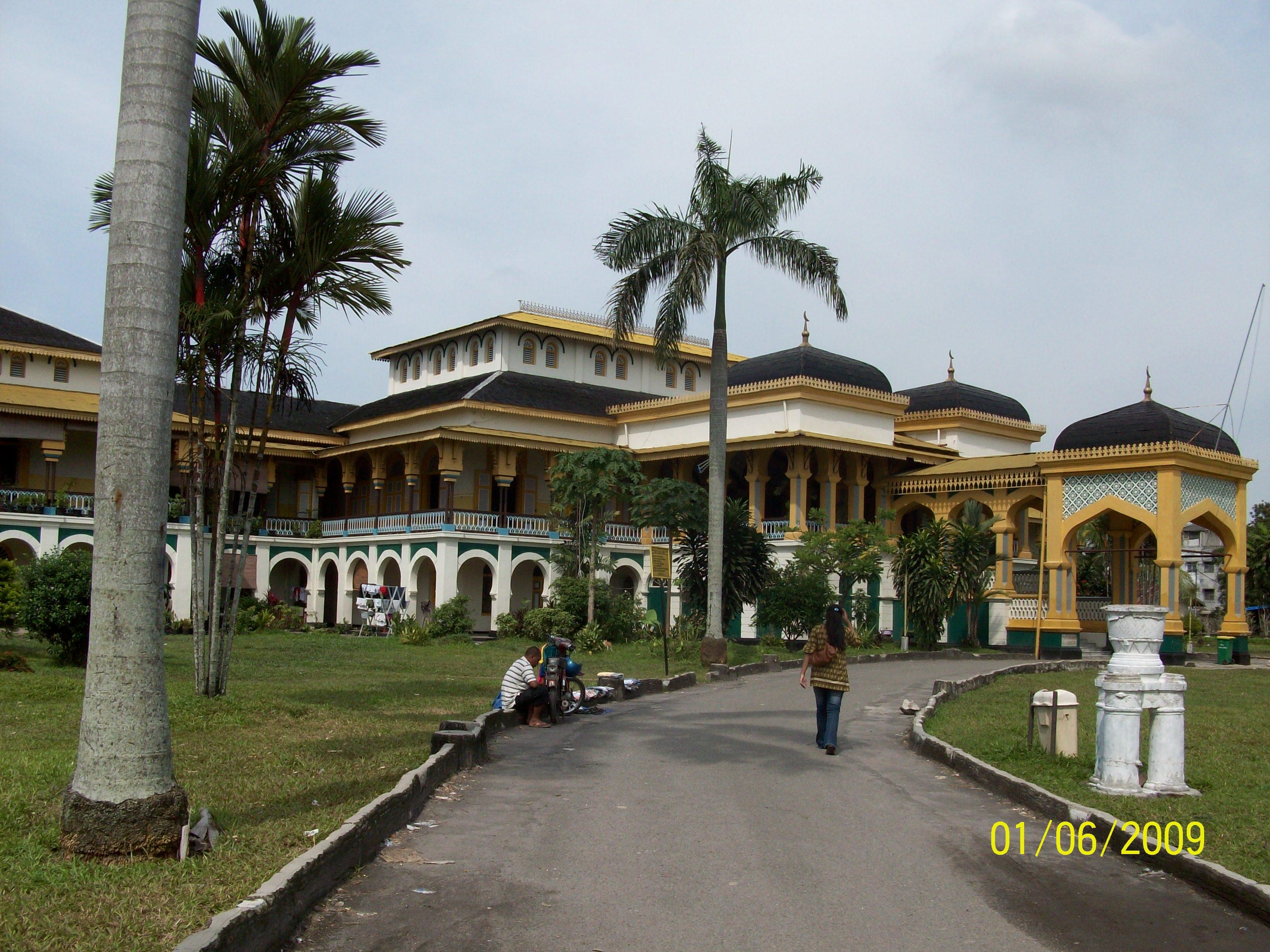 Meriam Puntung Istana Maimoen Sebuah Cerita Aurora Yamerescha Bisa Melihat