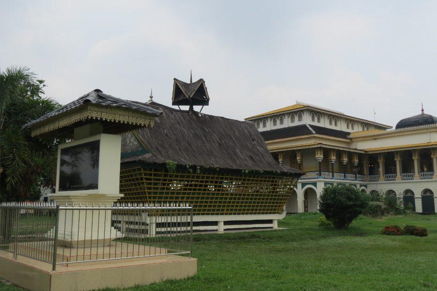 Wisata Istana Maimun Lihat Meriam Puntung Jelmaan Putri Cantik Diletakan