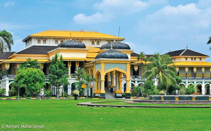 Wisata Istana Maimun Prasasti Meriam Puntung Melegenda Infomedannet Kota Medan