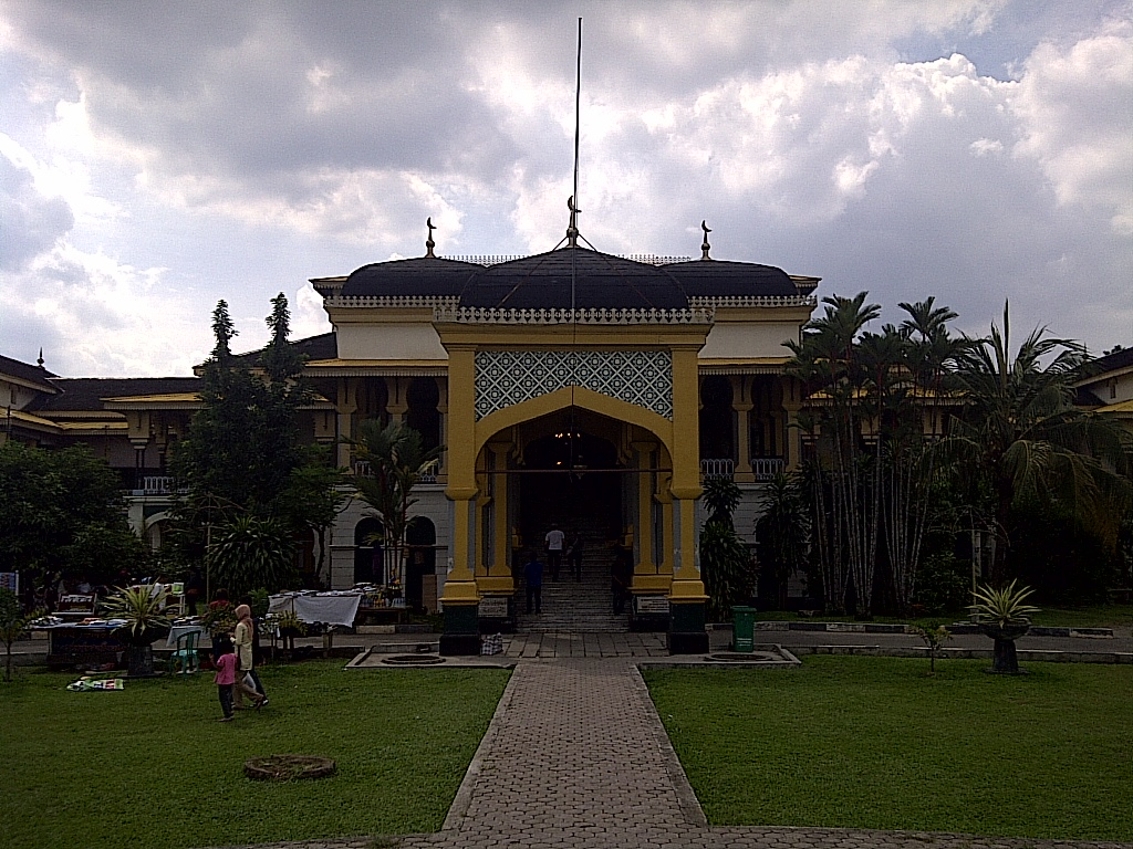 Wisata Sejarah Kota Medan Istana Maimun Meriam Puntung Wisnu Ia