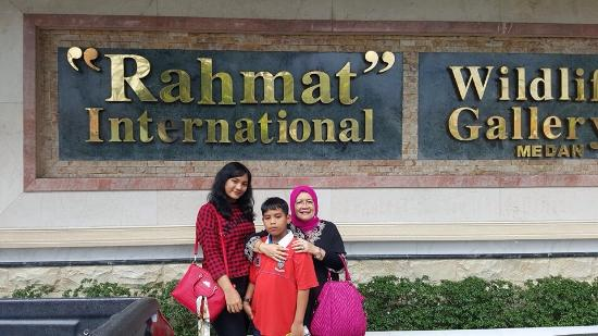 Rahmat International Wildlife Museum Gallery Medan Indonesia Galeri Satwa Internasional
