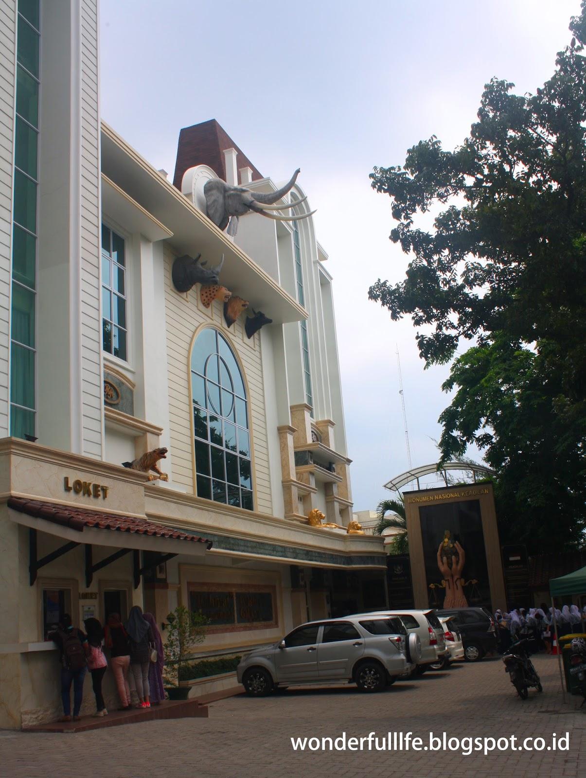 Rahmat International Wildlife Museum Gallery Travelicious Bangunan Memiliki Luas Lebih