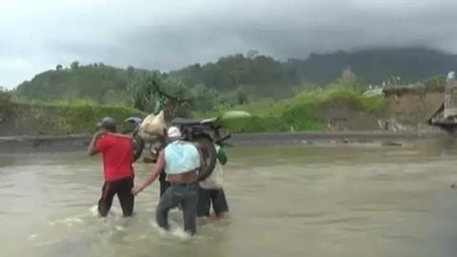 Detik Mengerikan Ambruknya Jembatan Penangkaran Rusa Bogor News Liputan6 Universitas
