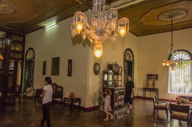 Rumah Tjong Fie Perpaduan Tiga Budaya Tepi Horizon Ukiran Menggunakan