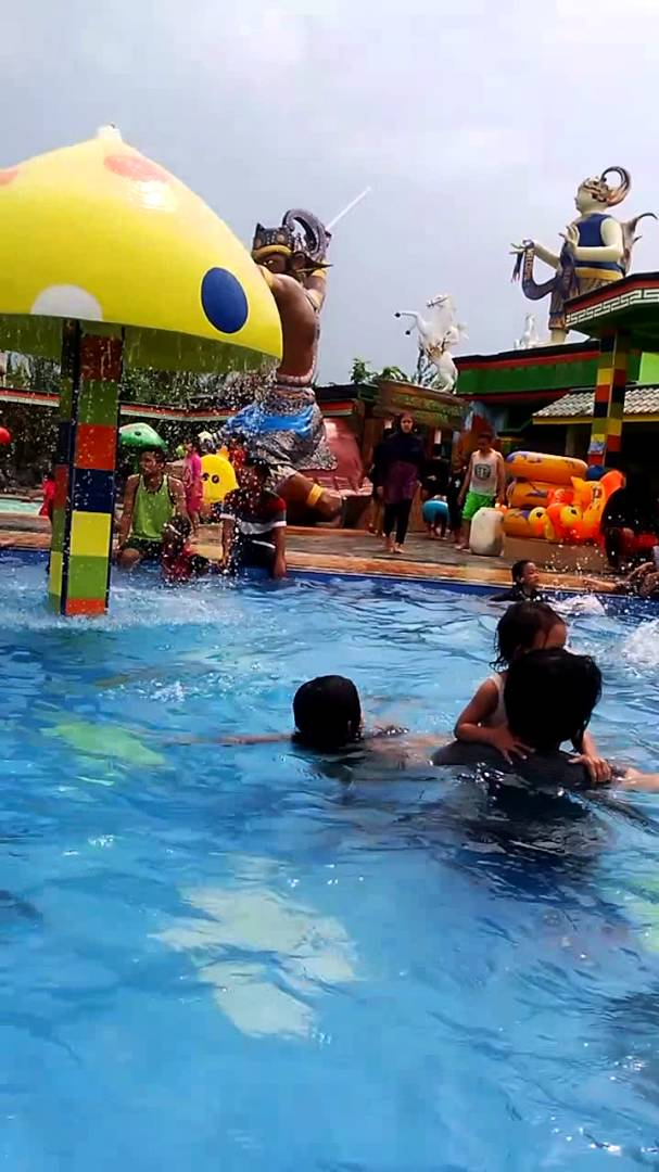 Aqifah Nayla Swimming Poool Water Park Bima Utomo Youtube Taman
