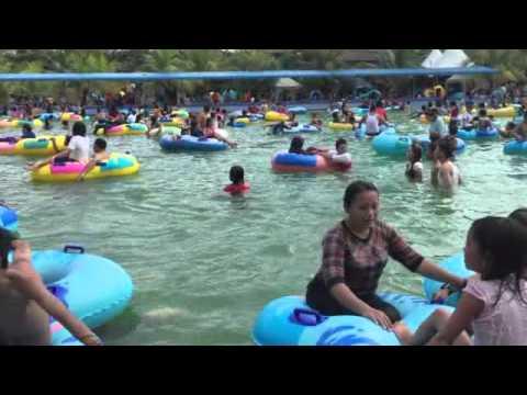 Asyknya Ibu Muda Hairos Water Park Kolam Renang Medan Sumut