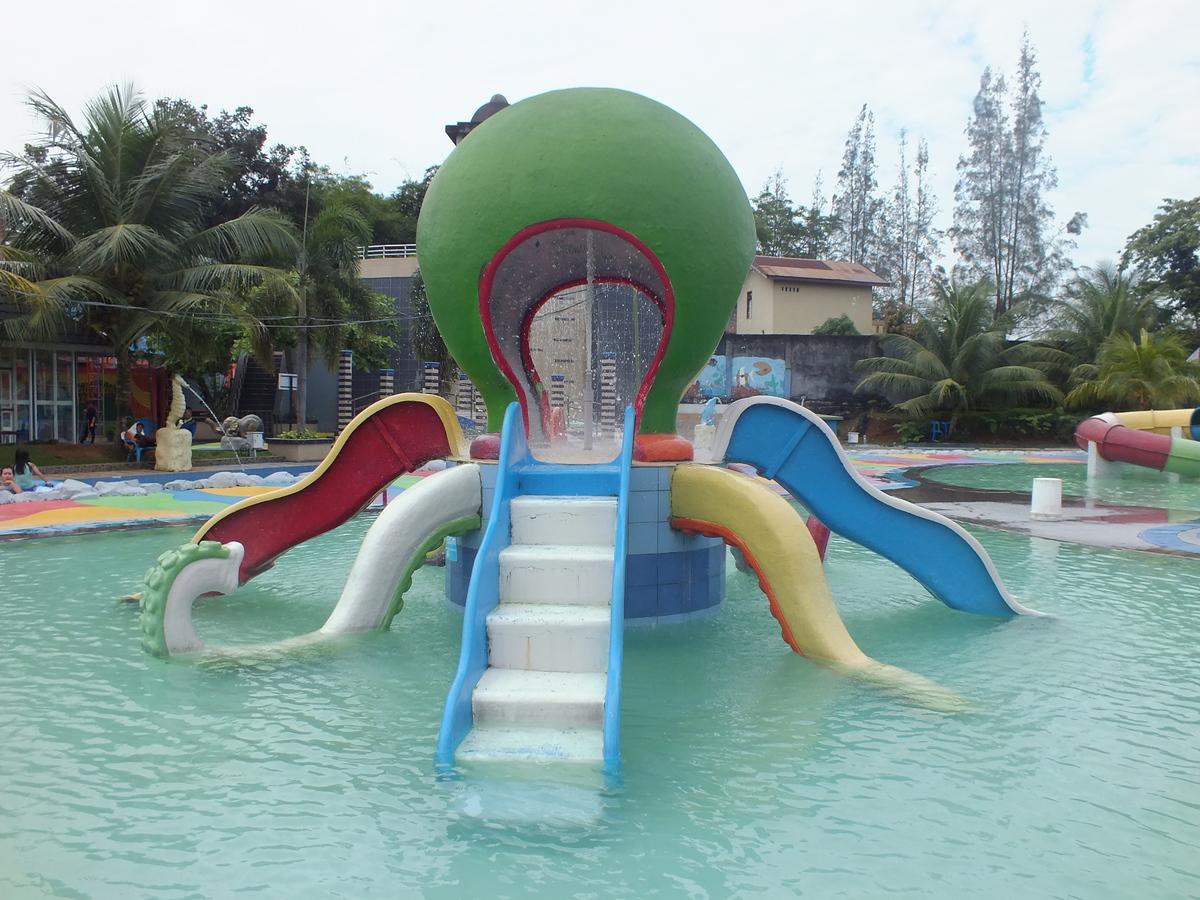 Hairos Water Park Kota Medan Direktori Tempat Wisata Menikmati Kursi