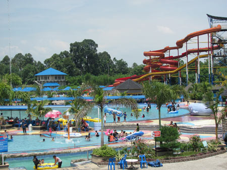 Hairos Water Park Medan Indonesia Taman Air Kota