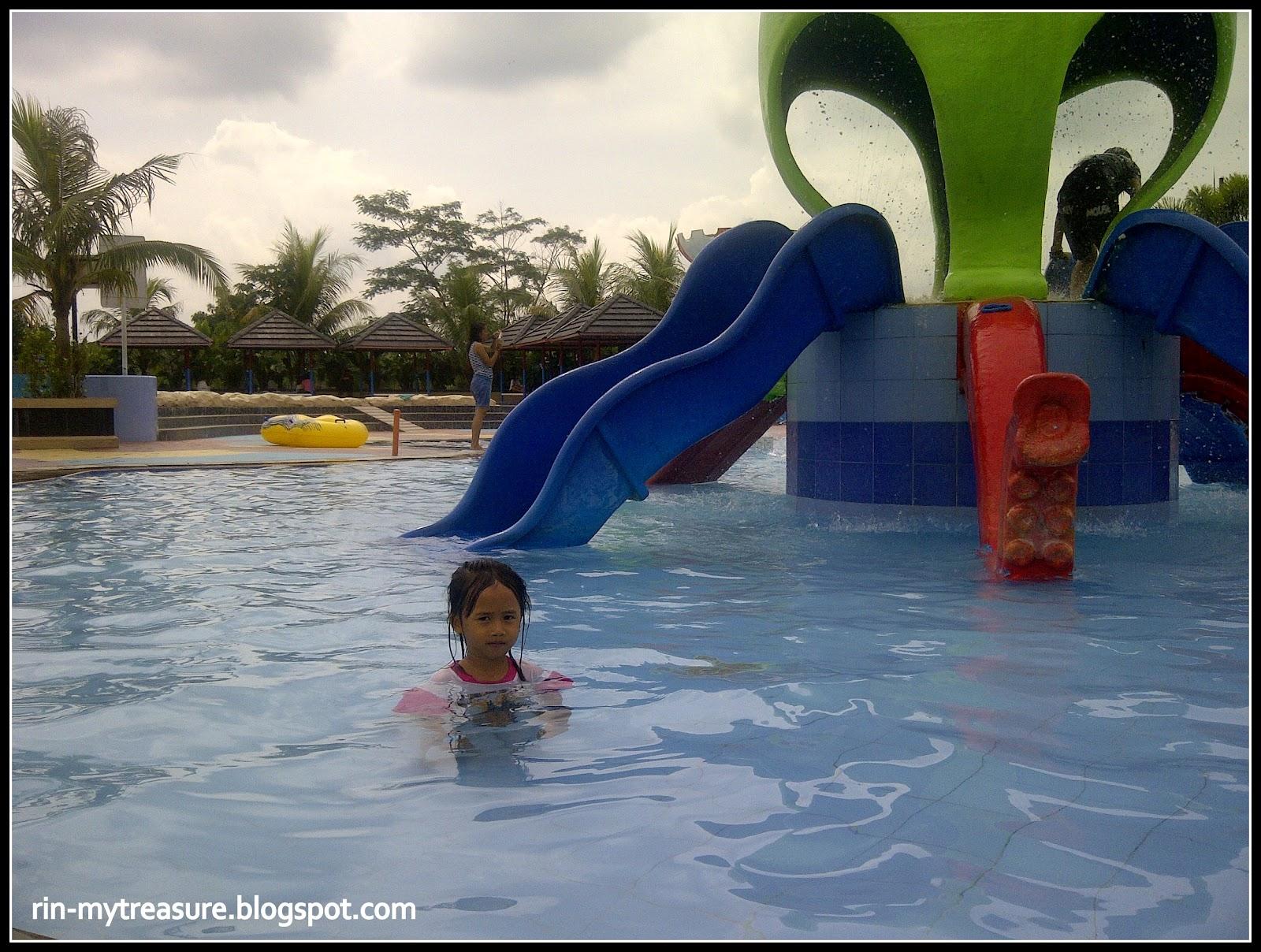 Rin Treasure Hairos Water Park Medan Indonesia Octopus Slides Taman