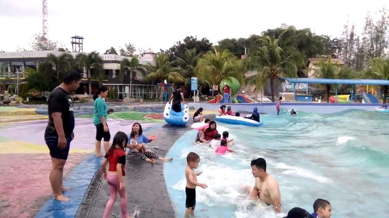 Serunya Bermain Ombak Buatan Hairos Waterpark Medan Youtube Taman Air