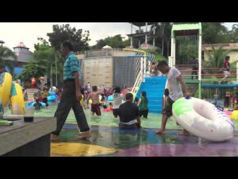 Serunya Water Boom Hairos Park Kolam Renang Medan Sumut Youtube