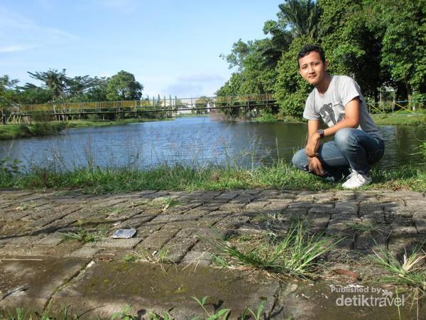 Santai Sejenak Taman Cadika Pramuka Medan Berfoto Kota