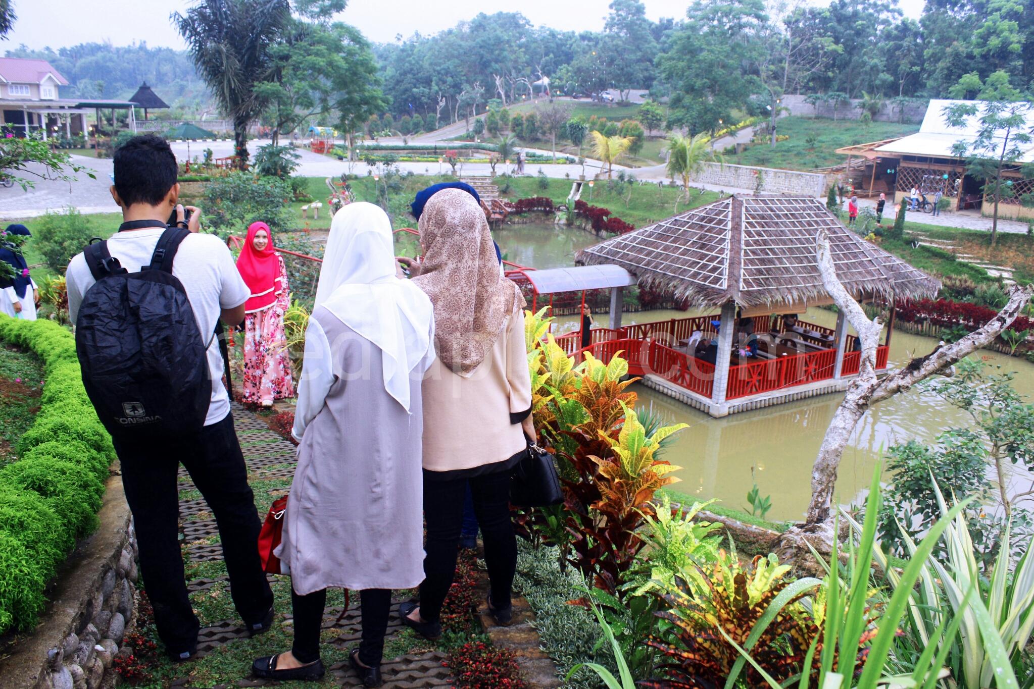 Le Hu Garden Taman Kota Cantik Pinggir Desa Patumbak Baiklah
