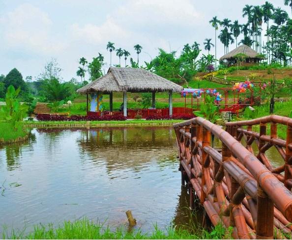 Le Hu Garden Taman Kota Cantik Pinggir Desa Patumbak Medan