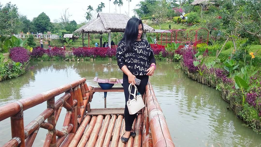 Lokasi Harga Tiket Masuk Le Hu Garden Medan Taman Hits