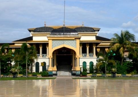 Surganya Warna Kuning Istana Maimun Panduan Wisata Medan Berkunjung Berjarak