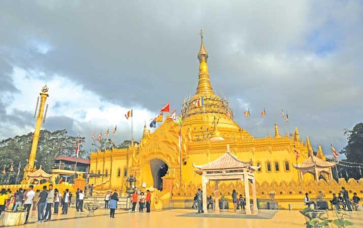 Berita Warna Emas Vihara Harian Analisa Taman Wisata Pagoda Lumbini