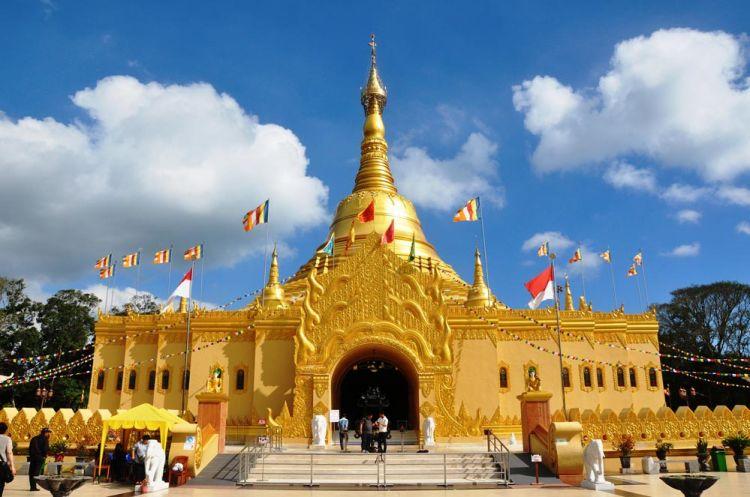 Daftar Tempat Wisata Berastagi Menakjubkan Taman Alam Lumbini Pagoda Kota