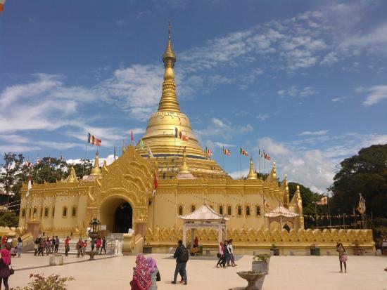 Indahnya Pagoda Emas Taman Lumbini Picture Natural Park Wisata Kota