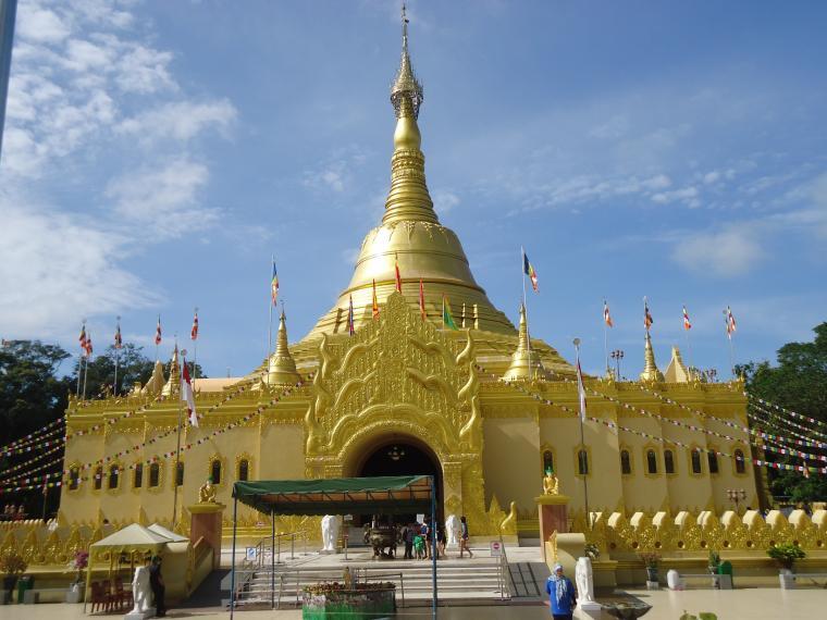 Indahnya Replika Shwedagon Pagoda Taman Alam Lumbini Berastagi Wisata Kota