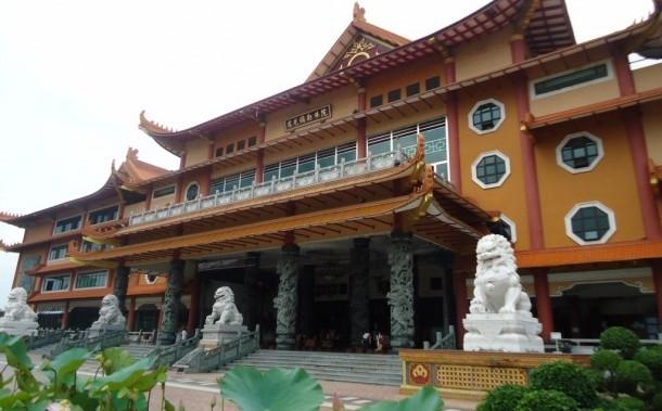 Kemegahan Vihara Adhi Maitreya Medan Wisata Taman Pagoda Lumbini Kota