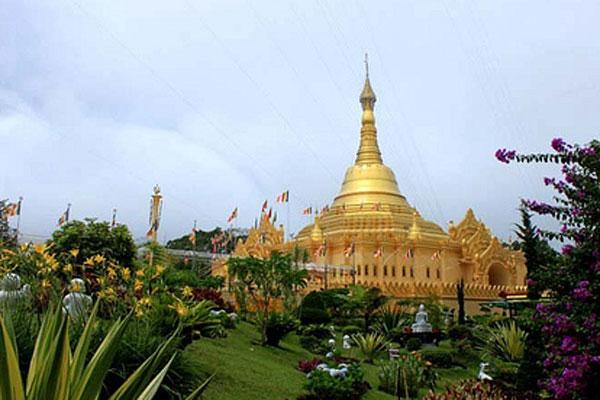 Melihat Indahnya Pagoda Emas Berastagi Medan Informasi Wisata Dunia Taman