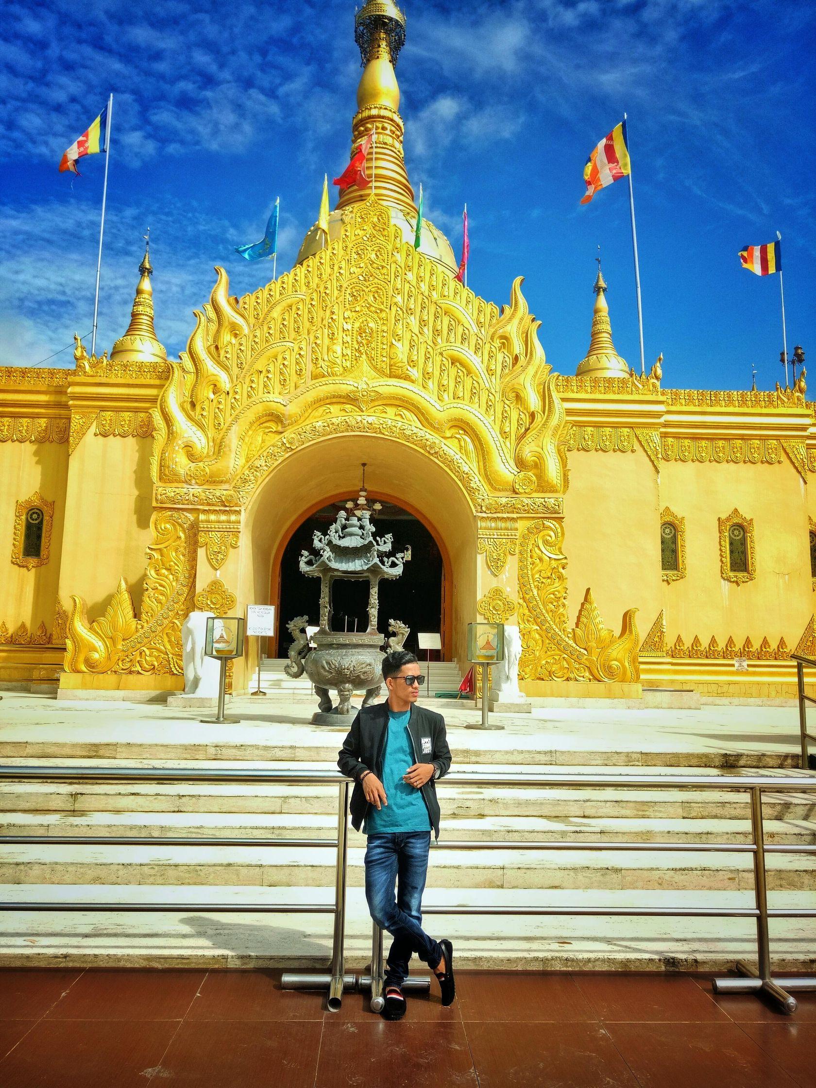 Pagoda Emas Taman Alam Lubini Berastagi Steemit Yg Dijuluki Memang