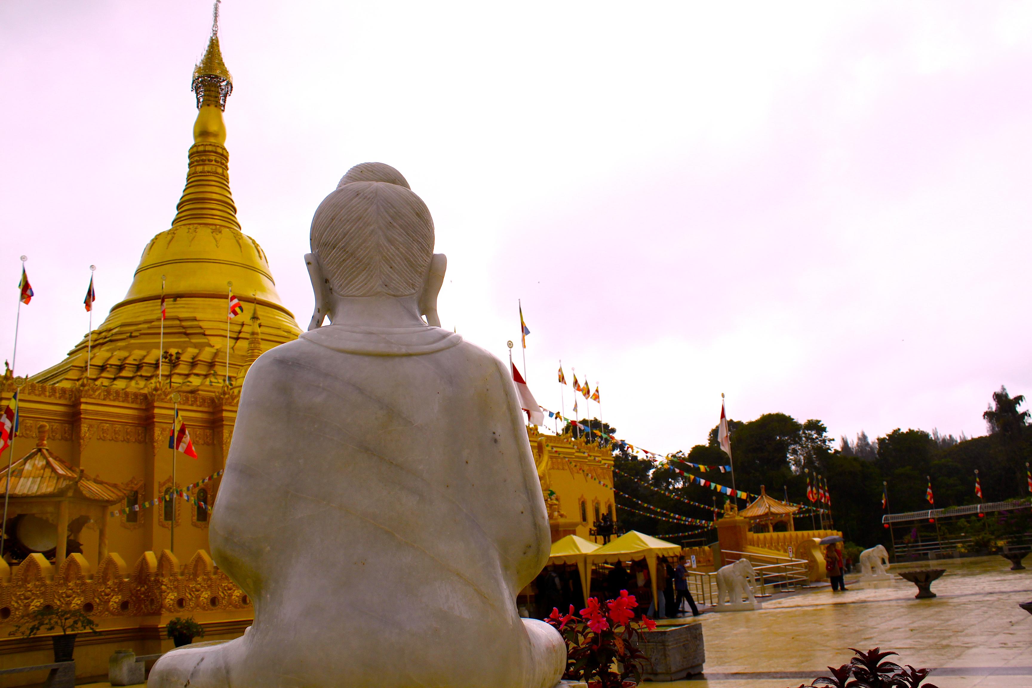 Pagoda Taman Alam Lumbini Karo Sumatera Utara Guru Penggemar Tertib