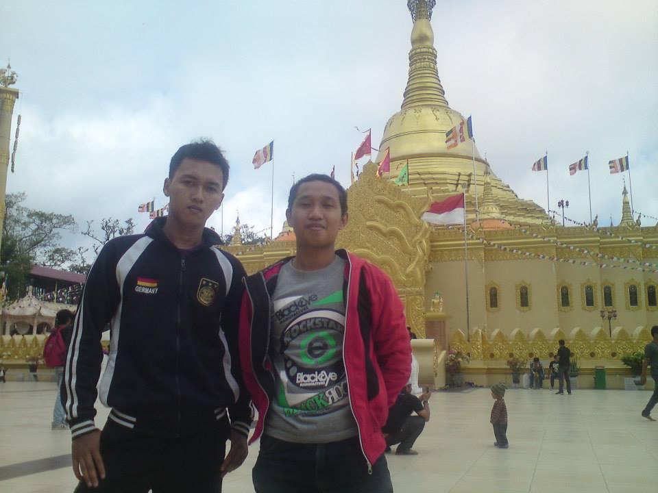 Pagoda Tertinggi Indonesia Taman Alam Lumbini Medan Replika Shwedagon Wisata