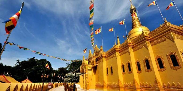Pagoda Tertinggi Termegah Indonesia Kompas Taman Wisata Lumbini Kota Medan