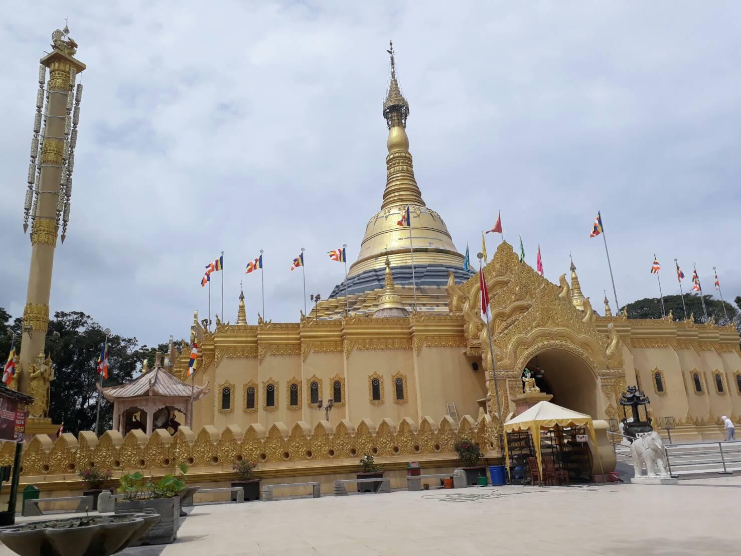 Taman Alam Lumbini Pagoda Megah Dataran Tinggi Karo Oleh Risman