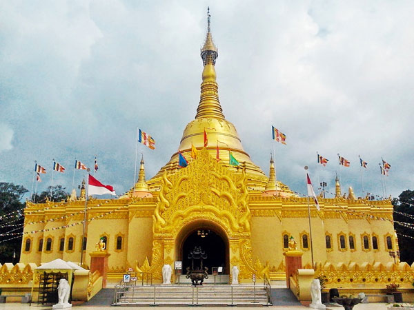 Taman Lumbini Kota Tujuan Wisata Enjoy Holiday Medan Paket Pagoda