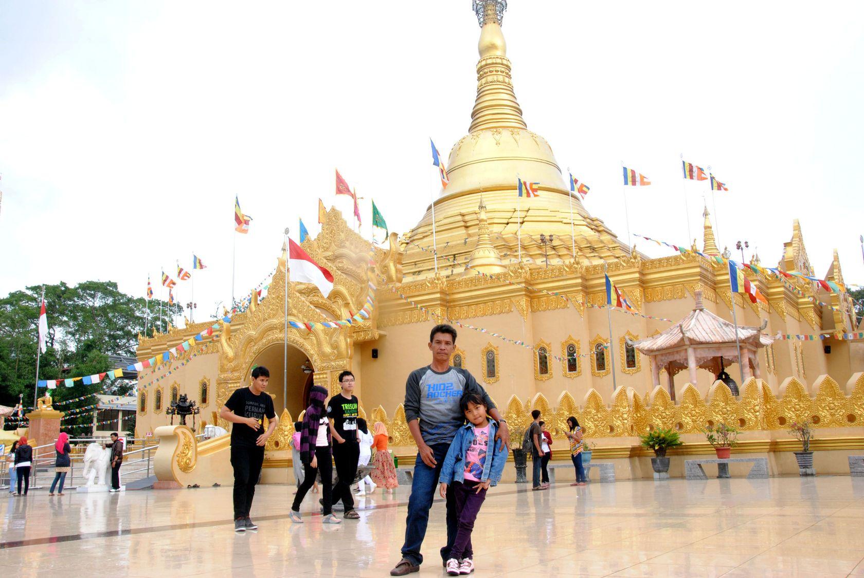 Wisata Pagoda Emas Taman Lumbini Berastagi Medan Indonesia 2 Nah