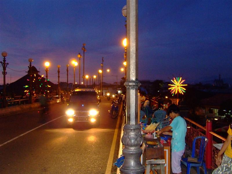 Gading Moore Jembatan Siti Nurbaya Kota Padang