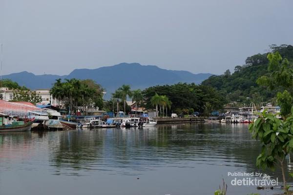 Habiskan Sore Padang Tapaki Jembatan Siti Nurbaya Suasana Pinggir Sungai