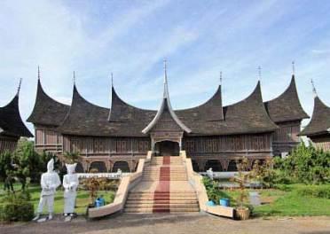 11 Tempat Wisata Padang Keren Terbaik Museum Adityawarman Miniatur Makkah
