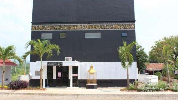 3 Masjid Unik Bertema Kabah Indonesia Station Miniatur Makkah Kota