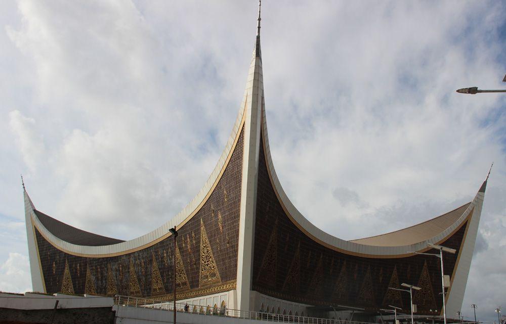 Busy Setelah Berkesempatan Mengunjungi Masjid Nurzikrullah Lebih Dikenal Miniatur Mekah