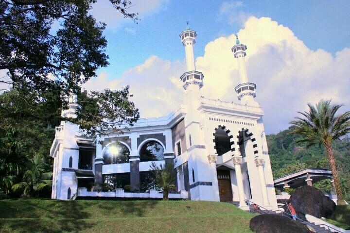 Jelajah Nagari Awak 9 Destinasi Wisata Religi Bernuansa Islami Mekah