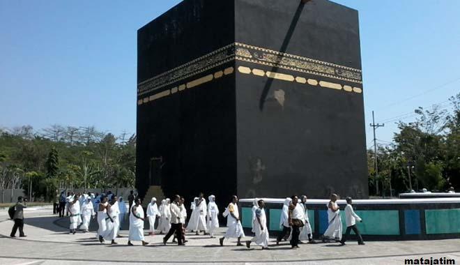 Pesona Wisata Religi Replika Ka Bah Probolinggo Miniatur Makkah Kota