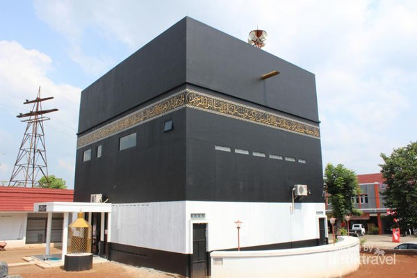 Unik Masjid Berbentuk Kabah Subang Thoyyibah Miniatur Makkah Kota Padang