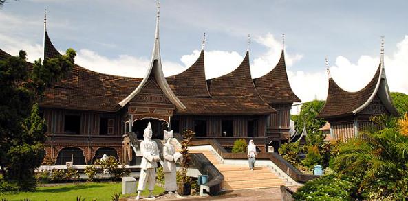 Daftar Objek Wisata Padang Terpopuler Galeri Museum Adityawarman Salah Satu