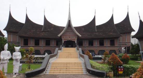 Jadi Pilihan Berwisata Padang Biaya Masuk Museum Adityawarman Tripadvisor Id