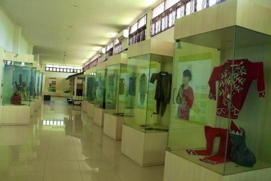Mengenal Suku Dayak Museum Balanga Dinas Kebudayaan Berlokasi Palangka Raya