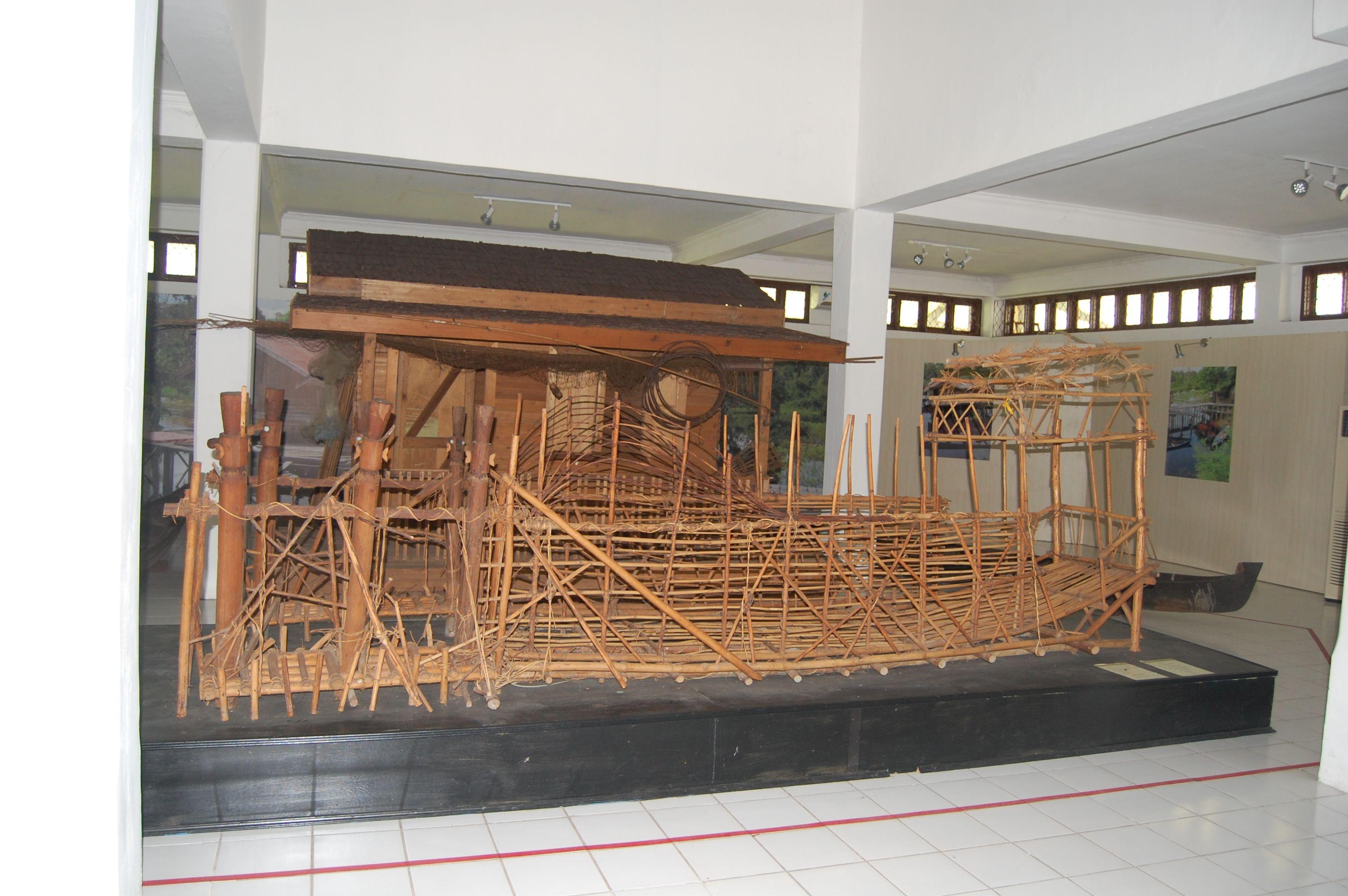 Suku Dayak Inddependent Tour Setelah Puas Mengitari Ruang Etnografi Museum