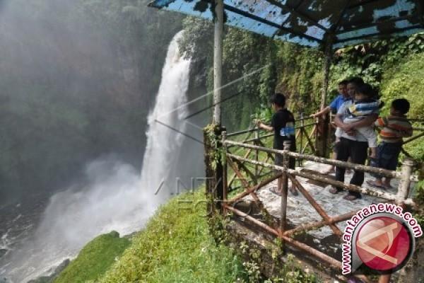 Objek Wisata Palangkaraya Dipadati Pengunjung Antara News Penangkaran Utan Nyaru