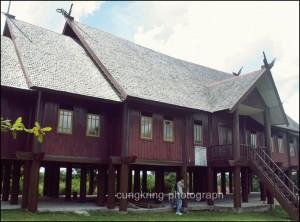 Heri Septiawan History Palanngkaraya 1329707345327607471 Rumah Adat Bentang Kota Palangkaraya